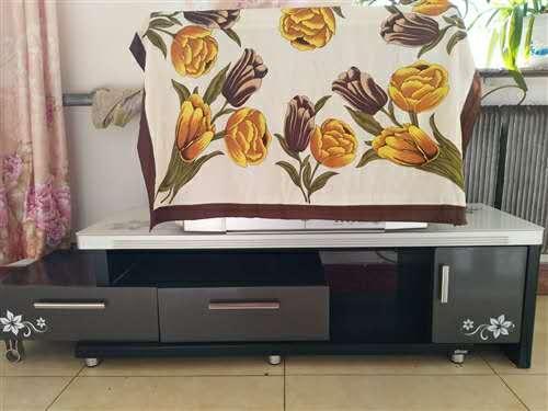 出售電視柜和梳妝臺價格面議,電話18247003815