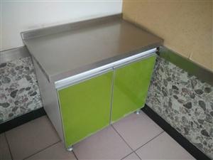�店用品,餐桌餐椅,�碗瓢盆,灶具水池,冰箱空�{,LED�V告屏等等,需要的加微信看照片1502743...