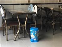 桌子椅子一套300只用過四五個月共四套