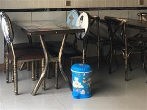 桌子椅子一套300只用�^四五��月共四套