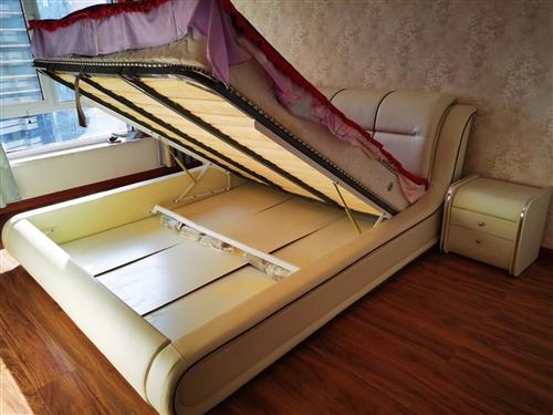 因置换榻榻米,床,床垫子,两个床头柜全部包括,一起出售,价格好商量,搬运费用好商量,好运热线1834...