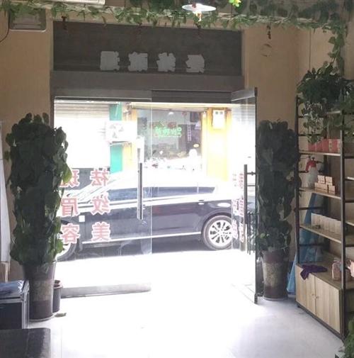 當時沒注意買的花太大有點檔門現在出售兩盆一盆120  聯系我時請說明是在閻良之窗看到的…