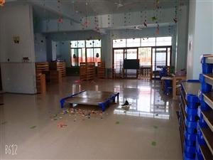 幼儿园设备转让,睡床,置物柜(橡木),桌子,凳子,电视,冰箱,消毒柜。厨房设备