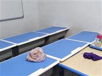 本人有数套学生桌椅出售,九成新,有的还未曾用过,一套45元,有意者联系