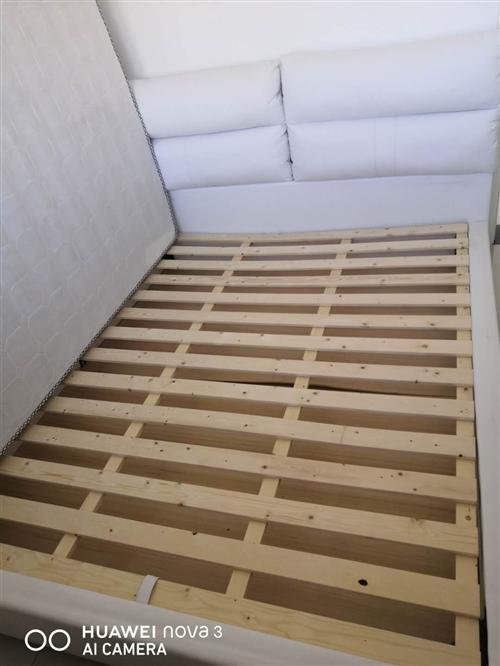 因本人搬家找將買來剛一個月床出售原價2909.85元,可在各大網店查詢,現價一口價2000元,床的規...