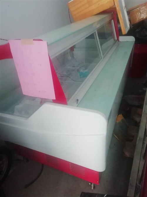 出售!二手卤菜冷藏展示柜1.8米,双上开门冷冻冰箱2.1米,九成新就用了一个多月,低价出售!联系13...