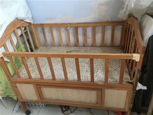 嬰兒搖搖床,就用過幾次,還帶蚊帳便宜處理騰地方。給需要的人。限彬州市內。