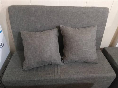 因门市转让,出售一米五双人沙发,9成新。 买成380一个,特价180。有意者可以联系我。