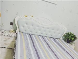 九成九新�p人床,,1.8×2.0����床�^柜天,�Т�|子,因要�Q�和�床,�F出售,有意�x的者,��c我�...