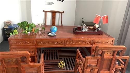 本公司因业务变迁,场地转让,现有一系列定制实木办公桌椅等办公设备急需转让 现有:1、办公桌椅28套...