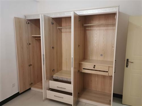 低价!!处理!!!九成新,旧衣柜、梳妆台,热水器,衣架!!!