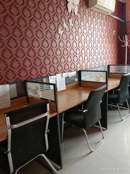 低价出售**办公桌。在凤翔县。