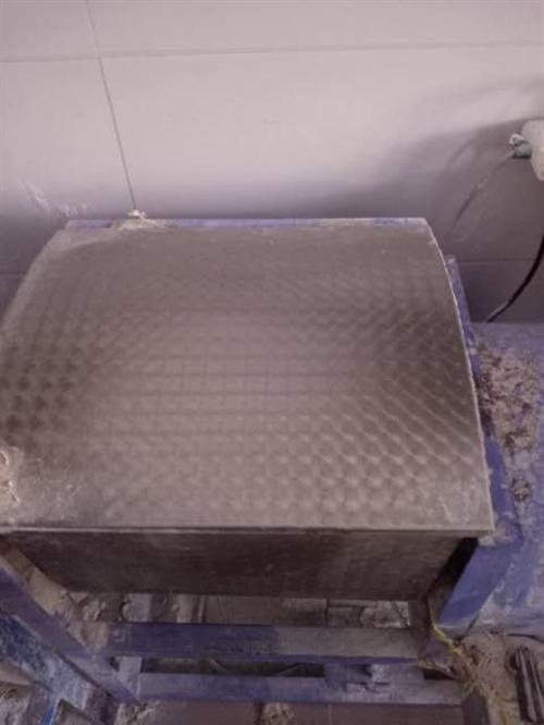 二手活面機和壓面機,冰箱。便宜處理,價格面議,聯系15293767035