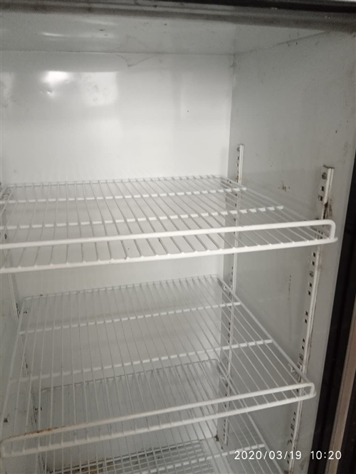 冰柜展示柜7成新,用了兩年多。無損壞,有需要的盡快聯系