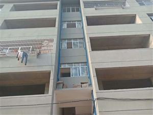 香山豪庭隔壁3室 2厅 1卫39万元