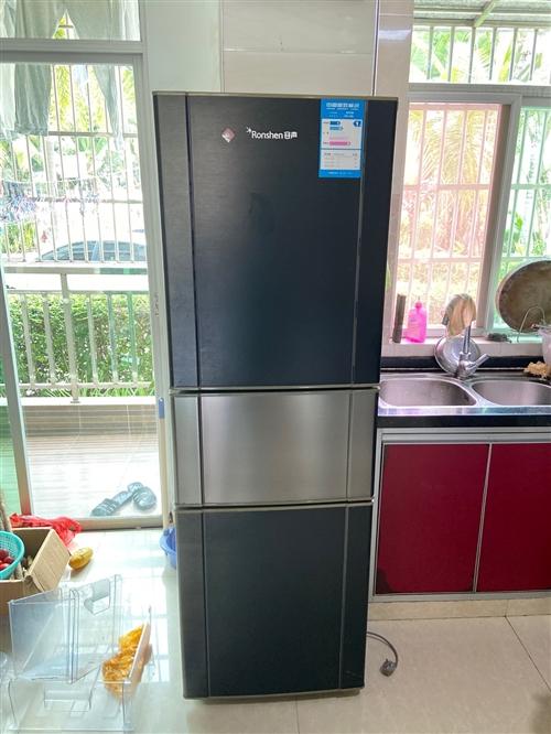 因购买了新冰箱,出老冰箱一台,荣声老牌子,三区,冷冻区,解冻区,冷藏区,1999元购入,现300元带...