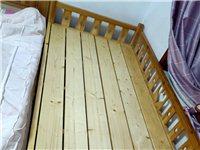 因搬家急出售二手小木床,纯松木,安全无味,三面围栏,边缘无毛刺,适合生二胎的家人拼接大床使用,有需要...