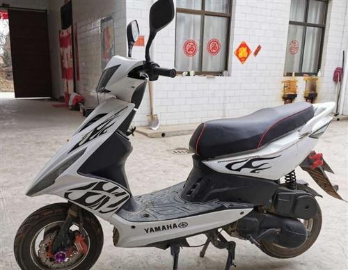 雅马哈鬼火125cc踏板摩托车 成色九成新,车辆动力性能好 17年车,国三不能上牌,行驶里程不多