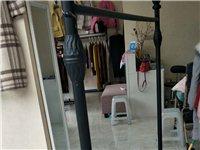 本人急转让服装店展示架八个,花车一个,衣架200个,有意者拔13550723498  价格面议,...
