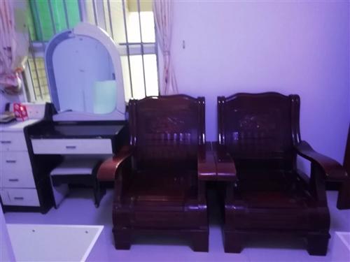 梳妆台,凉椅沙发,低价处理,找有缘人。