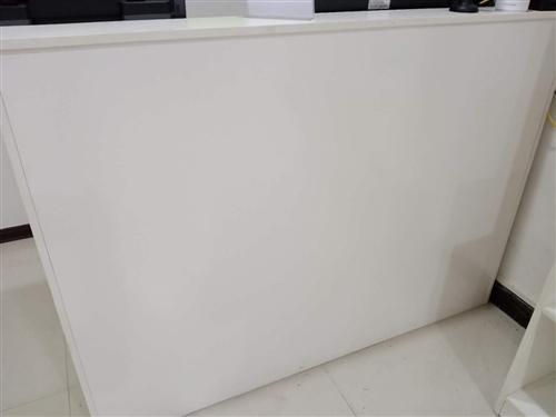 松桃县城低价出售一张收银柜,9层新,价格可面议,