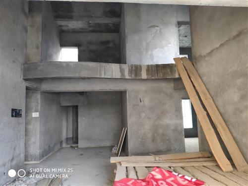 供电小区复式楼205个平方,低价出售,可分期。