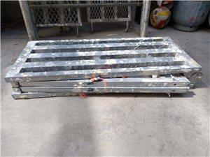 1.8米长的折叠高橙,每个七十元,有四付,在肃州区春光市场附近随时看样
