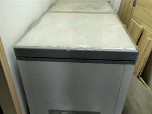 冰柜出售2米�L。�I�硇碌闹挥昧巳���月�F低�r出 可上�T查看。