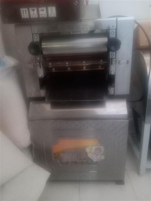 低價出售九成新壓面機揉面機,饸饹面機,聯系電話18139799129