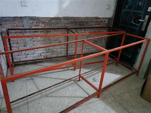 有8个仓库货架子出售,2米3长,50宽,80高,有需要的老板价格面议,