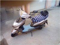 崭新新款小刀电动摩托车??,膜都没揭掉!!过年买的,因为疫情也没骑多少,原价3500买的说明书都有。...