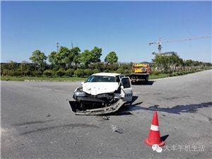 大丰区3号公路发生一起猛烈车祸,其中一辆汽车