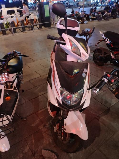 1000出,啥毛病没有,就是没电了,骑骑就满电了!!4000多公里,青州兴隆大厦看车 150544...