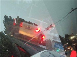 309西环路刘店路口车辆经常逆向行驶插队