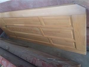 全新不带框,以前卖2000的处理了,纯实木门.各一张。