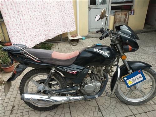 铃木125摩托车,个人一手,有手续,功能良好,声音好听,油耗不到2个。平常骑的在意,除了正常磨损,无...
